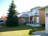 *REDUCED*  NW Calgary Home im Scenic Acres