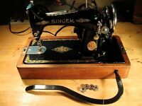 Singer Sewing Machine, excellent condition, has many accessories, in its own box for easy to carry