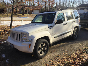 2008 Jeep Liberty North Edition 4x4 White 137000kms
