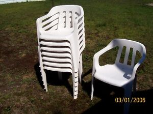 8 Chaises PVC