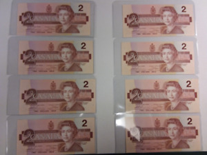 """1986 Set of 8 Sequential """"Uncirculated"""" 2 Dollar Paper Banknotes"""