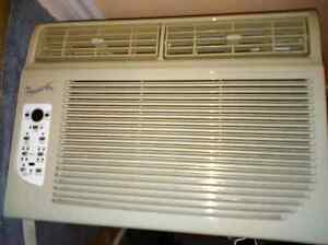 FOREST AIR Room Air Conditioner / Climatisateur   12,000  BTU/h