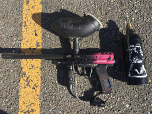 Paintball Gun with hopper and CO2 tank