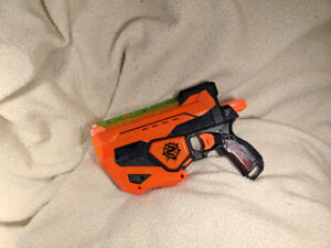 Nerf Zombie Strike Fusefire Blaster (Excellent condition)