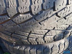 4 pneus hiver 245 65 R17 Nokian