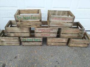 plusieurs caisses de bois...BROCANTE FLEUR DE LYS