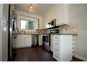 {{NEWLY RENO'D STUNNING UPGRADES 3 BED + 2 BATH HM MOUNT}}