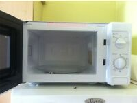 LAST DAY 700 W microwave oven, 4 slice toaster, kettle and hand blender