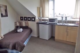 STUDIO FLAT AVAILABLE NOW! WESTBOURNE AVENUE, LEEDS LS11 6EL FROM £70PW NO BOND