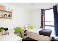 Parkway Gate, 1 room available