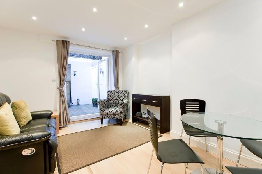MODERN 2 BEDROOM, 2 BATHROOM APARTMENT WITH PATIO GARDEN SET ON A DESIRABLE STREET IN PRIMROSE HILL