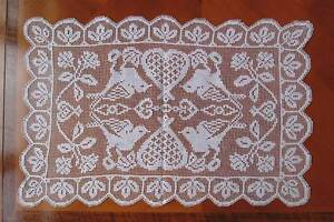 VINTAGE FILET LACE TRAY CLOTH TABLE CENTRE - Birds, Flowers, Hearts Motif