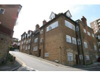 Superb First Floor Studio Apartment with Tall Ceilings 300 Yard from Guildford Station