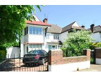 3 bedroom flat in Chatsworth Road, Kilburn London NW2