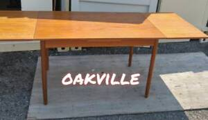 Oakville DANISH TEAK DINING TABLE DRAW LEAF 1950s Solid wood Denmark Mid-Century Modern MCM Scandinavian Furniture