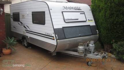 Majestic Knight 2010 Series 3 Caravan