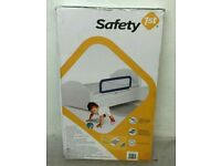 BRAND NEW SAFETY 1ST PORTABLE BED RAIL