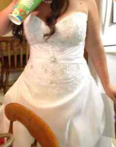 Wedding dress and Vail obo London Ontario image 4