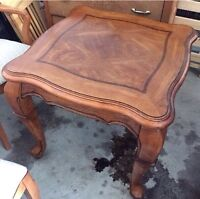 Small wooden coffee accent table - good condition