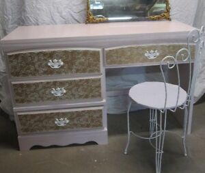 Very Pretty VANITY Soft Pink & Gold Lace Desk