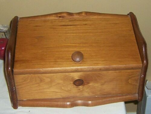 VINTAGE WOODEN BREAD BOX WITH HINGED LID