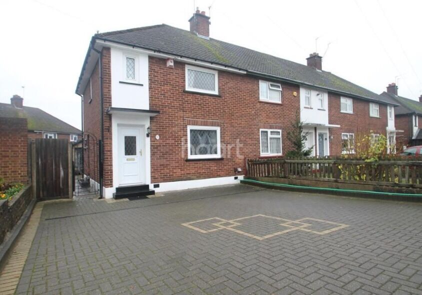 Beautiful 3 Bedroom family home with Driveway and Garden near Good Schools