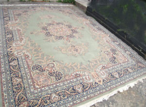 Slightly used Extra Large 9' X 12.5' Area Rug in good clean cond