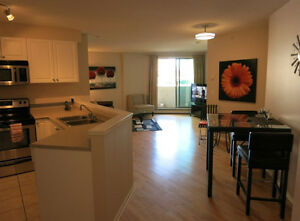 DOWNTOWN WEST END. Fully equipped luxury condo