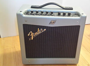 Fender Mustang V2 - Edition Spéciale Silver - 20W