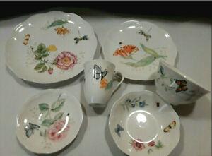 LENOX 24-Piece Fine Porcelain China Set