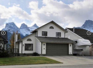 Beautiful and Spacious 3 Bedroom Luxury Home with Fenced Yard