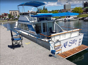 Chris Craft Yacht Hotel and Boat Tours, speedy or cruising.
