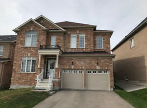 Detached house 2 car garage for rent in East Gwillimbury