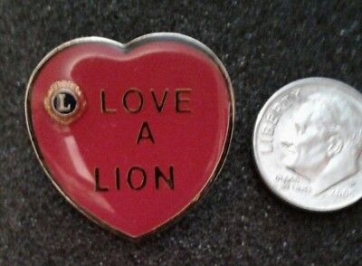 COLLECTIBLE  LOVE A LION  LAPEL PIN TIE TAC