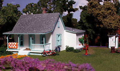 Country Cottage    N Scale Kit   Pre Fab Landmark Structure From Woodland