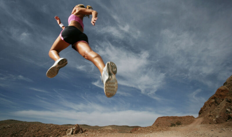 Frauen sind flexibler, gelenkiger und leichter – die Schuhe sollten da mithalten können. (© Thinkstock / The Digitale)