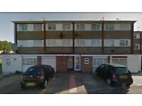Stunning Large Furnished TWO En-suite Studio available £ 800 / MONTH – HAYES