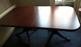 Extendable dining table (seats 6-8)