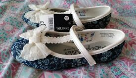 Brand New Girls Pretty Party Shoes / Pumps Size 12 Bows Navy Blue + White