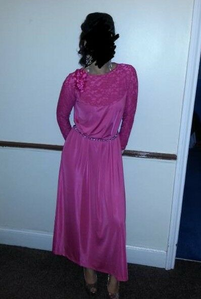 Pink long maxi evening lace dress. Brand new. Size medium (UK 14)