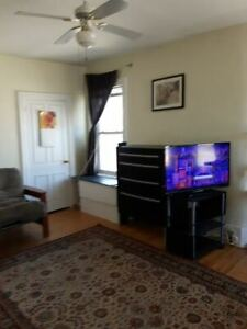PRIVATE FURNISHED ROOM with BAY WINDOWS IN SHARED HOUSE