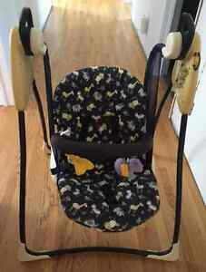 GRACO PORTABLE SWING IN EXCELLENT CONDITION!!