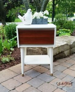 Mid Century Modern Newly Painted and Refinished End/Night table