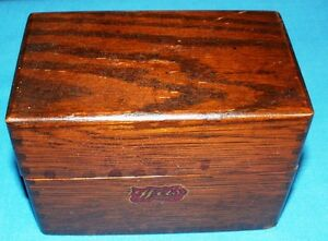 SMALL VINTAGE WOOD INDEX CARD BOX (WEIS)