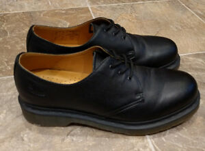 Doc Martens Originals Shoes - *Like New* (worn 2x) - Size 9M West Island Greater Montréal image 4