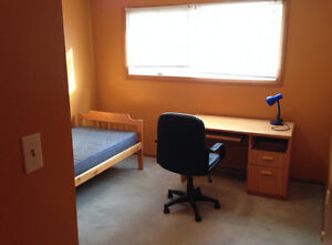 Upstairs room for rent. Close to University.
