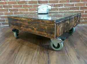 Table salon type industriel sur roues à freins