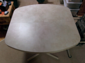 Kitchen table with 4 rolling chairs - NEW REDUCED PRICE