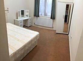LARGE ROOM AVAILABLE ON ILFORD HIGH ROAD IN 3 BEDROOM FLAT