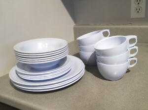 23pc blue melamine dish set ***missing 1 small plate
